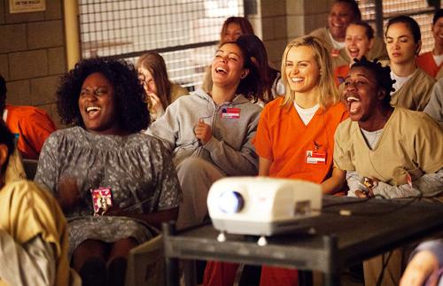איזה צחוקים בערב סרט.
